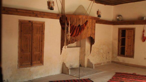 Една история за замък, Средновековие и комунизъм (7)